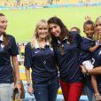 Fanny, la compagne de Loïc Rémy, Jennifer Giroud, Elodie Mavuba et son fils Lenny lors du match de l'équipe de France face à l'Equateur, le 25 juin 2014 au stade Maracanã de Rio