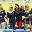Fanny, la compagne de Loïc Rémy, Jennifer Giroud, Elodie Mavuba avec son fils Lenny et sa fille Uma lors du match de l'équipe de France face à l'Equateur, le 25 juin 2014 au stade Maracanã de Rio