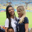 Ludivine Sagna avec son fils Lenny et Sandra Evra lors du match de l'équipe de France face à l'Equateur, le 25 juin 2014 au stade Maracanã de Rio