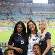 Mazda Sakho, Ludivine Sagna avec son fils Lenny et Sandra Evra lors du match de l'équipe de France face à l'Equateur, le 25 juin 2014 au stade Maracanã de Rio