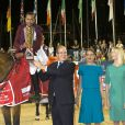 Bassem Hassan Mohamed, le prince Albert II de Monaco, Charlotte Casiraghi - SAS le prince Albert II de Monaco et Charlotte Casiraghi remettent le Grand Prix du Longines Global Champions Tour de Monaco au vainqueur du Qatar, Bassem Hassan Mohamed le 28 Juin 2014 à Monaco