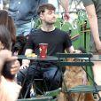 Daniel Radcliffe dévoile son crâne légérement rasé sur le tournage de Trainwreck à Bryant Park, New York, le 30 juin 2014