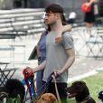 Daniel Radcliffe et Marisa Tomei sur le tournage de Trainwreck à Bryant Park, New York, le 30 juin 2014