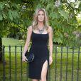 Rachel Hunter assiste à la Summer Party annuelle de la Serpentine Gallery. Londres, le 1er juillet 2014.