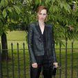 Edie Campbell assiste à la Summer Party annuelle de la Serpentine Gallery. Londres, le 1er juillet 2014.