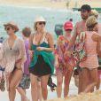 Kaley Cuoco et son mari Ryan Sweeting fêtent leurs 6 mois de mariage sur une plage au Mexique, le 5 Juillet 2014.