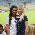 Ludivine Sagna et Sandra Evra lors du match France - Equateur à Rio de Janeiro au Brésil le 25 juin 2014