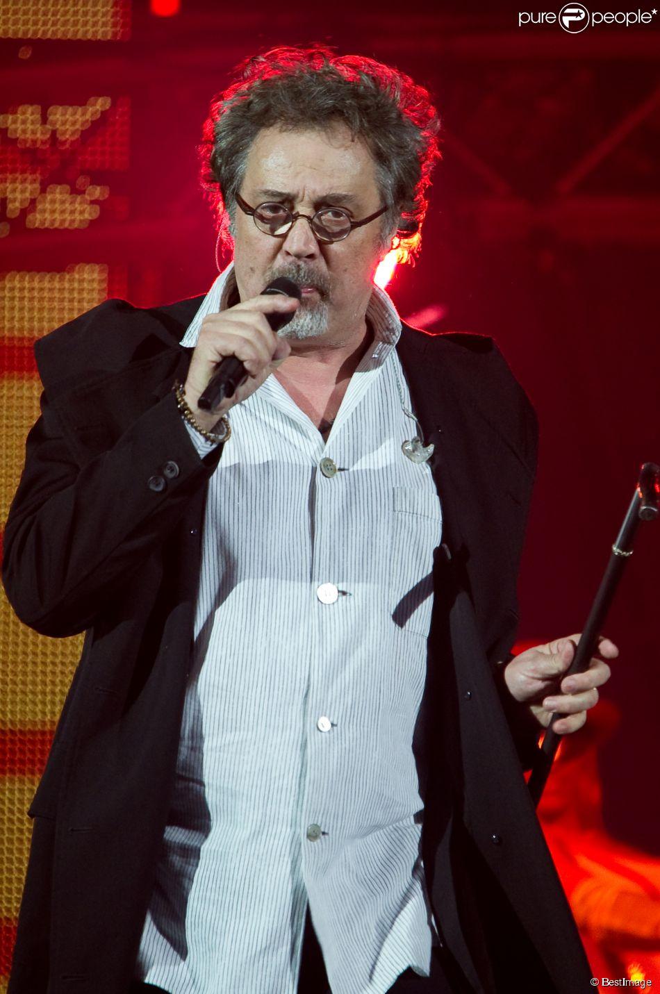 """Patrick Hernandez lors d'un concert """"Stars 80"""" au Palais omnisports de Paris-Bercy à Paris, le 21 décembre 2013."""