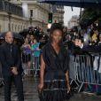 Aïssa Maïga arrive au 325 rue Saint-Martin pour assister au défilé haute couture de Jean Paul Gaultier. Paris, le 9 juillet 2014.