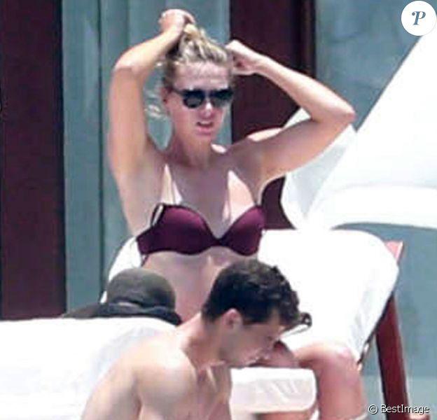 Maria Sharapova et son compagnon Grigor Dimitrov, amoureux lors de leurs vacances à Cabo San Lucas, le 8 juillet 2014