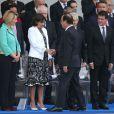 François Hollance salue Anne Hidalgo, la maire de Paris - Défilé pour la Fête nationale sur les Champs-Elysées en hommage aux sacrifice des troupes alliées dans la Première Guerre mondiale il y a cent ans. Le 14 juillet 2014.