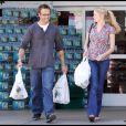 Exclu : Michael Vartan et Lauren Skaar à la sortie d'un supermarché, à Los Angeles, le 1er mai 2010.