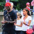 Mario Balotelli avec sa fiancée Fanny Neguesha en pleine discussion à New York le 19 juillet 2014
