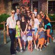 Johnny Hallyday, Laeticia, Estelle Lefébure et ses filles, François Vincentelli et ses enfants à Knott's Berry Farm, juillet 2014.