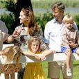 La famille royale de Danemark s'est réunie le 24 juillet 2014 dans le parc du château de Grasten pour la séance photo des vacances d'été. La reine Margrethe II de Danemark et le prince consort Henrik avaient autour d'eux le prince Frederik et la princesse Mary avec leurs enfants Christian, Isabella, Vincent et Joséphine, le prince Joachim et la princesse Marie avec leurs enfants Nikolai, Felix, Henrik et Athena, et la princesse Benedikte avec son fils le prince Gustav et sa compagne.