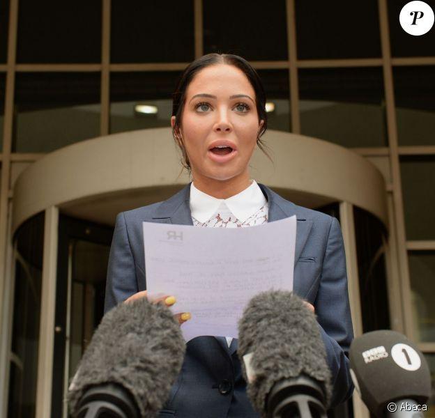 Tulisa Contostavlos devant la Stratford Magistrates Court de Londres où elle a été reconnue coupable d'agression sur un blogeur, le 25 juillet 2014, explique aux médias qu'elle fera appel de la décision