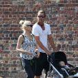 Gwen Stefani, son mari Gavin Rossdale et leurs fils Kingston, Zuma et Apollo Rossdale font du shopping et vont ensuite déjeuner au restaurant The Engineer à Primrose Hill à Londres, le 23 juillet 2014.