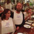 Natalie Imbruglia en charmante compagnie lors d'un dîner, le 29 juillet 2014.