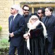Barry Gibb et Dwina Gibb aux obsèques de Robin Gibb à Thame le 8 juin 2012.