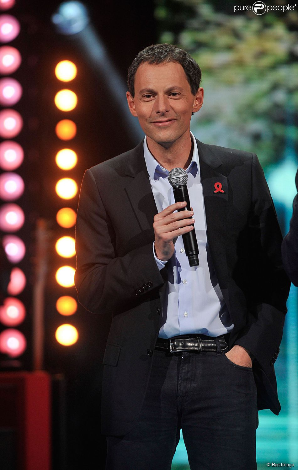 Exclusif - Marc-Olivier Fogiel, le 24 mars 2014 au théâtre Mogador à Paris.
