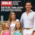 Felipe VI et Letizia d'Espagne font avec leurs filles Sofia et Leonor la couverture de l'hebdomadaire Hola! en date du 6 août 2014, à l'occasion de leur séance photo des vacances au palais de Marivent, à Palma de Majorque.