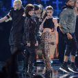 Demi Lovato et Cher Lloyd interprètent leur duo Really Don't Care lors des Teen Choice Awards 2014. Los Angeles, le 10 août 2014.