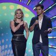 Hilary Duff et Jake T. Austin présentent la prestation de Jason Derulo lors des Teen Choice Awards 2014. Los Angeles, le 10 août 2014.