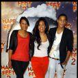 Amel Bent accompagnée de son frère et sa soeur lors de l'avant-première du dessin animé Happy Feet. A Paris, le 4 décembre 2011