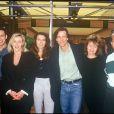 """Gerard Vivès, Cécule Auclert, Bradley Cole, Christiane Jean et Thierry Redler de la sitcom """"Les Filles d'à côté"""" à Roland-Garros en 1994."""