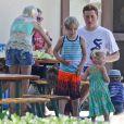 Tori Spelling en compagnie de son mari Dean et de leurs enfants à Malibu, le 13 août 2014.