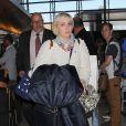 """Lena Dunham et la productrice de """"Girls"""" Jenni Konner à l'aéroport de Los Angeles, le 26 août 2014."""