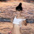 Bai Ling en plein shooting sur une plage de Marina Del Rey, Los Angeles. Le 25 août 2014.