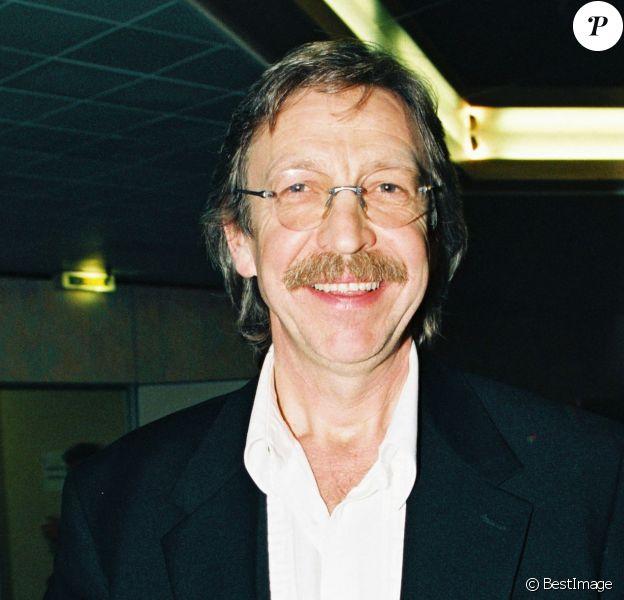 Archives - Le chanteur Henri Dès lors des Victoires de la musique en 1995.