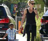 Charlize Theron : D'enfant solitaire à maman épanouie du craquant Jackson