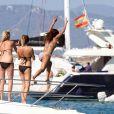 Nicole Scherzinger profite d'un après-midi ensoleillée sur un bateau à Formentera. Le 31 août 2014.