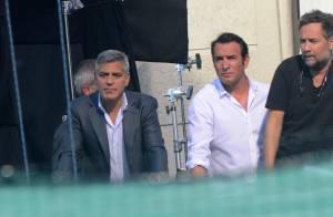 George Clooney enlace sa future femme Amal, quand Jean Dujardin boit un café