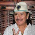 """Carlos Santana présente le vin """"Supernatural Rose Wine"""" à Las Vegas, le 22 mai 2013."""