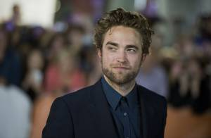 Robert Pattinson, coupe de cheveux sexy, face à la superbe Julianne Moore