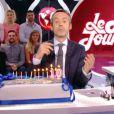 Yann Barthès présente Le Petit Journal, du lundi au vendredi sur Canal+.