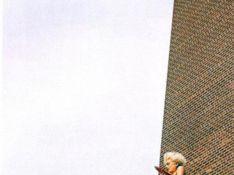 PHOTOS : Quand Agyness Deyn s'envoie en l'air... toute nue !