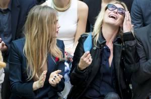 Kate Moss et Cara Delevingne, complices hilares chez Burberry