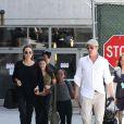 """"""" Angelina Jolie et Brad Pitt arrivant à l'aéroport de Los Angeles avec leurs enfants Zahara et Maddox en provenance de Londres, le 14 juin 2014. """""""