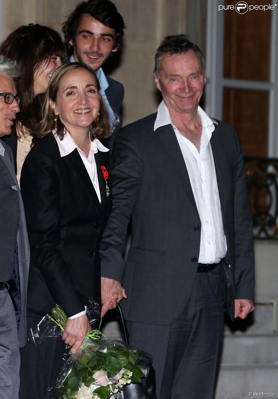 Dominique Blanc (Officier de la Légion d'honneur) et son compagnon - Cérémonie de remise de décorations, par Francois Hollande, au Palais de l'Elysée à Paris, le 16 septembre 2014