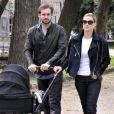 Michelle Hunziker et son fiancé Tomaso Trussardi se baladent avec leur fille Sole à Milan le 5 avril 2014.