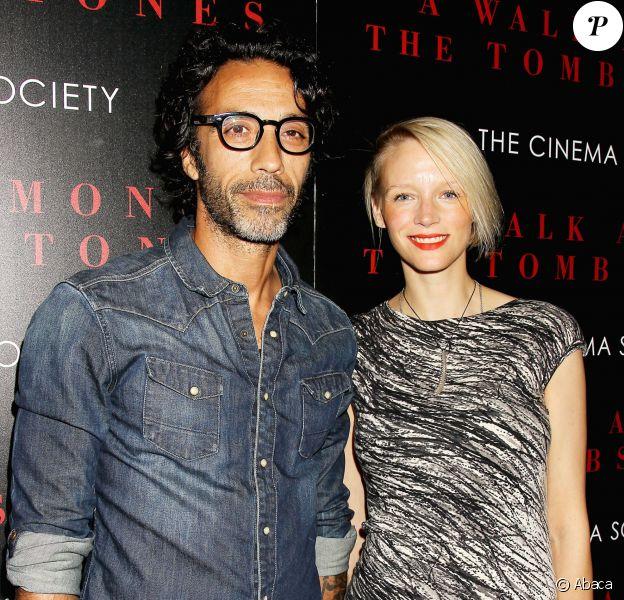 Carlos Leon et sa femme Betina lors de la présentation du film Balade entre les tombes à New York le 17 septembre 2014