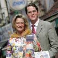 Delphine Boël, fille illégitime supposée du roi Albert II de Belgique, en avril 2008 avec son compagnon James O'Hare lors du lancement de son livre 'Couper le cordon'.