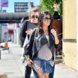 Après-midi entre soeurs pour Kourtney, enceinte, et Khloé Kardashian à Los Angeles, le 24 septembre 2014.