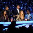 Steven Tyler, Jimmy Iovine, Ryan Seacrest, Jennifer Lopez et Randy Jackson sur le plateau d'American Idol, le 23 mai 2012