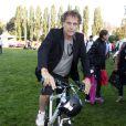 Charles Berling au Triathlon des Roses dans le Domaine National de Saint-Cloud le 4 octobre 2014.