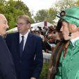 Karim Aga Khan IV et son jockey Christophe Soumillon lors du Qatar Prix de l'Arc de Triomphe à l'hippodrome de Longchamp à Paris, le 5 octobre 2014